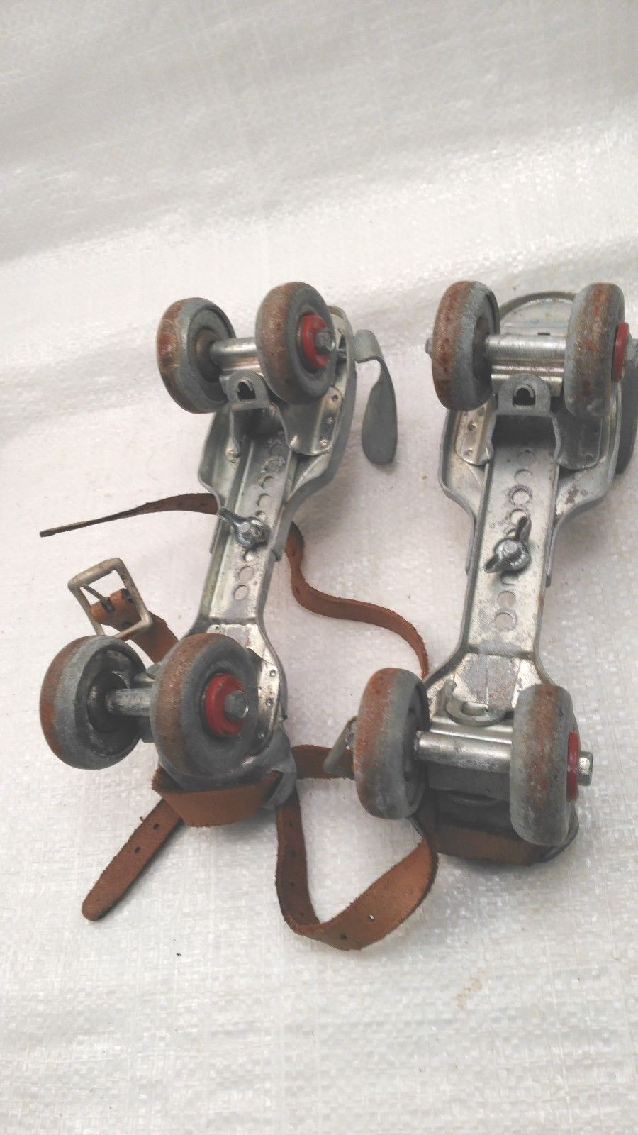 2 Pairs Antique Old Adjustable Metal Roller Skates Primitive Farm Country Decor!