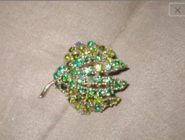 1960's Vintage Green Rhinestone Brooch Pin - $23.71