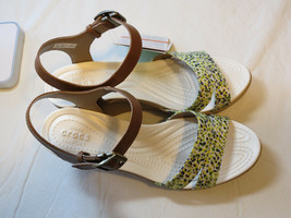 Crocs Leigh II Ankle strap Graphic wedge hazelnut gld standard fit Womens W 9 W9 - $74.24