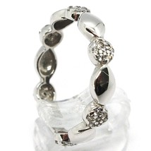 18K WHITE GOLD BAND RING, CUBIC ZIRCONIA, ALTERNATE FLOWERS AND PETALS image 2