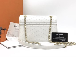 AUTHENTIC CHANEL 2018 WHITE LEATHER ENVELOPE MESSENGER BAG WITH RECEIPT  image 2