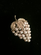 Vintage 50s pearl grapes and 3 gold leaves & vines brooch image 1