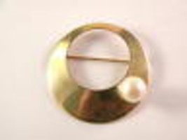 Sarah Coventry Goldtone Circle Pin With Faux Pearl Vintage Jewelry - $13.49