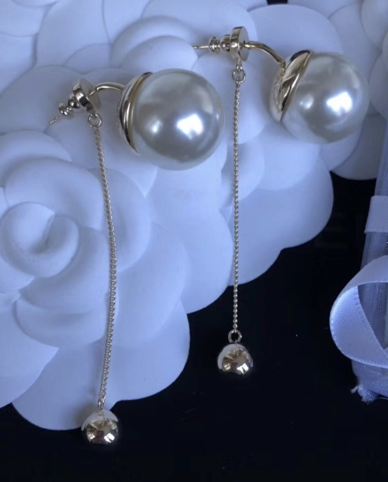 Authentic Christian Dior 2017 Limited Edition Long Pearl Dangle Drop Earrings