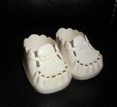 Vintage 1987 Horsman Baby Doll Pair White Plastic Fancy Shoes W/ Bow - $9.04
