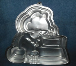 WILTON ALUMINUM 'GARFIELD' BITHDAY CAKE WITH CANDLE CAKE PAN OR MOLD 1981 - $14.99