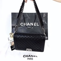 100% AUTHENTIC CHANEL BLACK QUILTED LAMBSKIN NEW MEDIUM BOY FLAP BAG RHW image 6