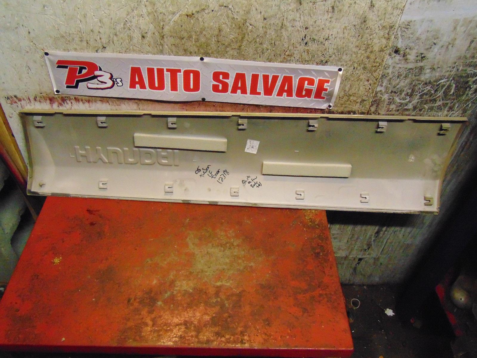 09 08 07 06 05 Hyundai Tucson oem drivers left front door impact trim molding