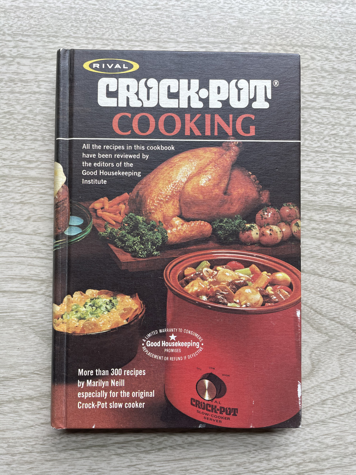 Vintage 1975 Rival Crock-Pot Cooking Cook Book - hardcover