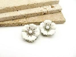Vintage Sarah Coventry White Enamel Silver Tone Flower Clip On Earrings S67 - $14.44