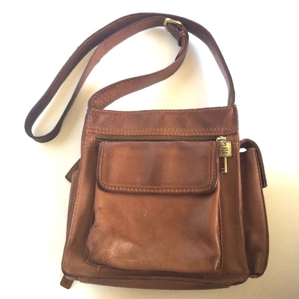 32f4c663315b S l1600. S l1600. Previous. Fossil 1954 Classic  75082 Brown Leather  Crossbody Messenger Purse ...