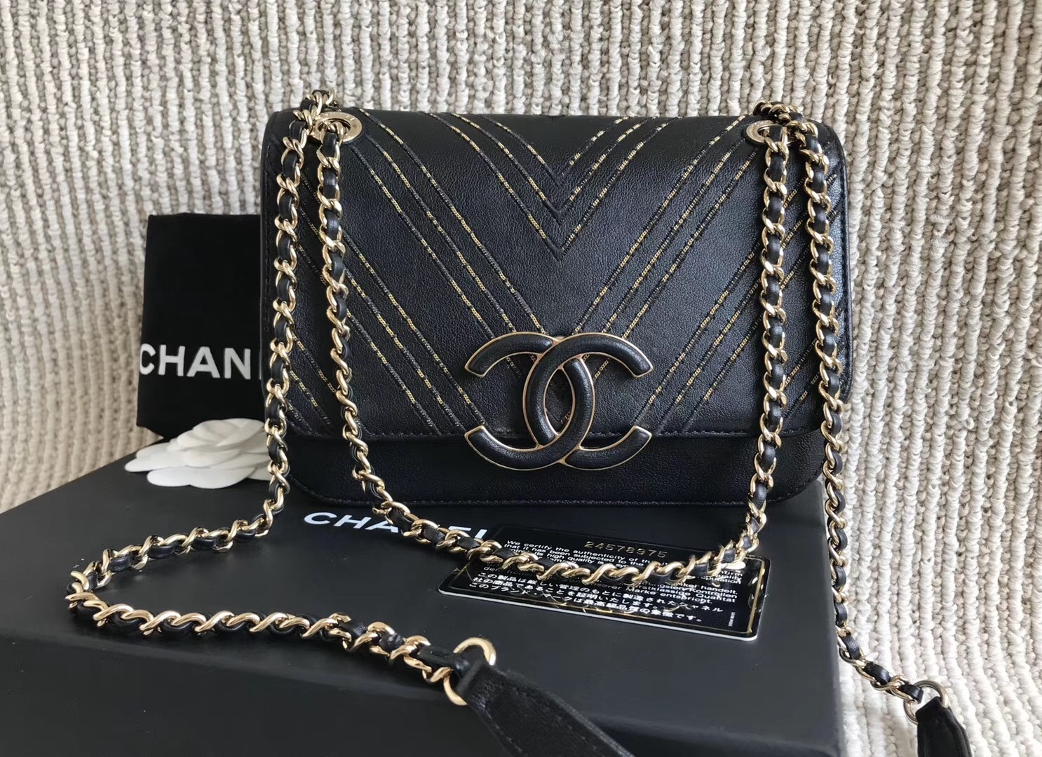 100% AUTH Chanel Black Leather Gold CHEVRON LIMITED EDITION Flap Bag