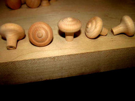 25 FACTORY NEW MAPLE UNFINISHED WOOD CABINET KNOBS PULLS FLAT ROUND K