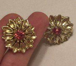 +VTG 50s Screw Back Earrings~ Gold Tone Flowers w/Deep Pink Rhinestone Centers image 5