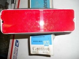 1974-77 OLDS CUSTOM CRUISER REAR SIDE MARKER LIGHT 926666 NOS GM - $16.00
