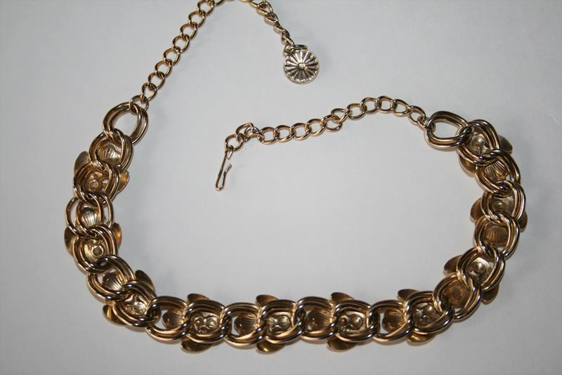 """Vintage Gold Tone Clam Shell 18"""" Necklace J311"""