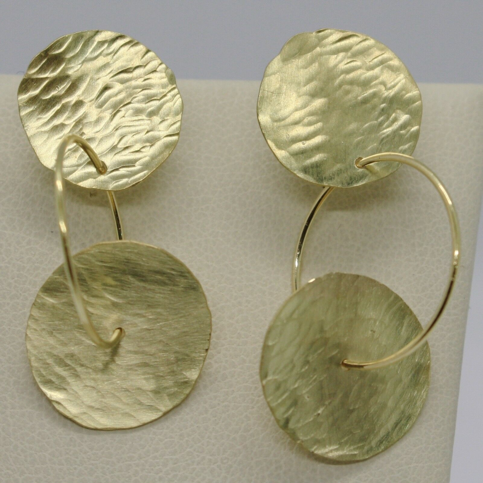 18K YELLOW GOLD FINELY WORKED AND HAMMERED PENDANT DOUBLE DISC & CIRCLE EARRINGS