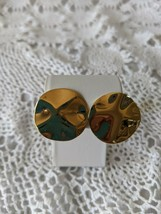 Ladies Gold Tone Circle Clip On Earrings - $6.78