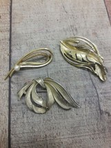 Vintage Costume Gold tone lot of 3 brooches - $6.93