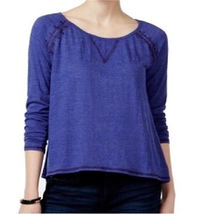 Women's Miss Me Blue Split Back Embroidered Knit Top Shirt Size Large - $18.32
