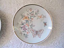 Vintage Set Of 2 1979 Avon Fine Porcelain 22 K Gold Trim Collector Plates  image 3