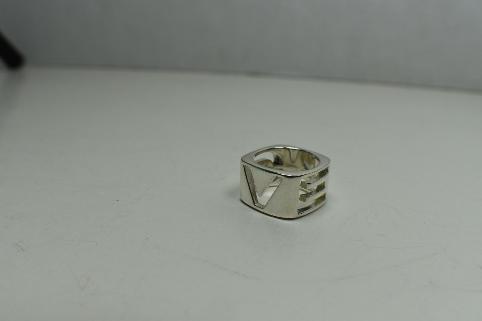Authentic Tiffany &Co ERA L-O-V-E Stencil Ring Sterling Silver Sz 8 Retired Rare
