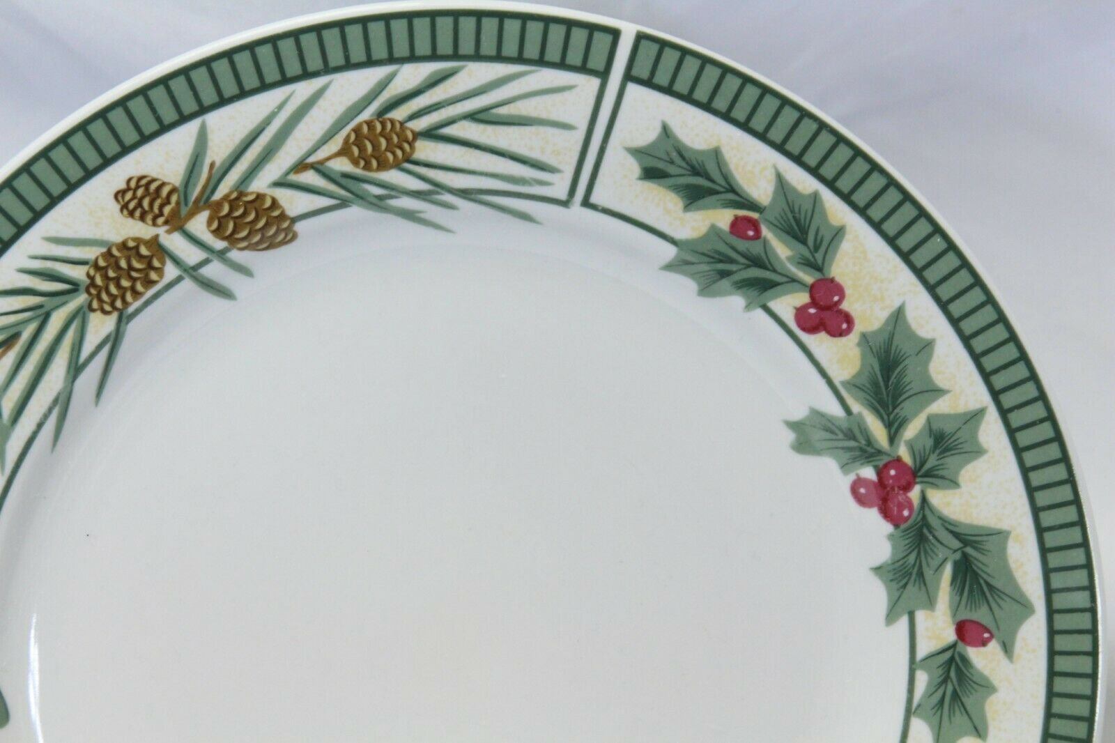 Fairfield Wintergreen Plates and Bowls Lot of 15  Christmas image 4