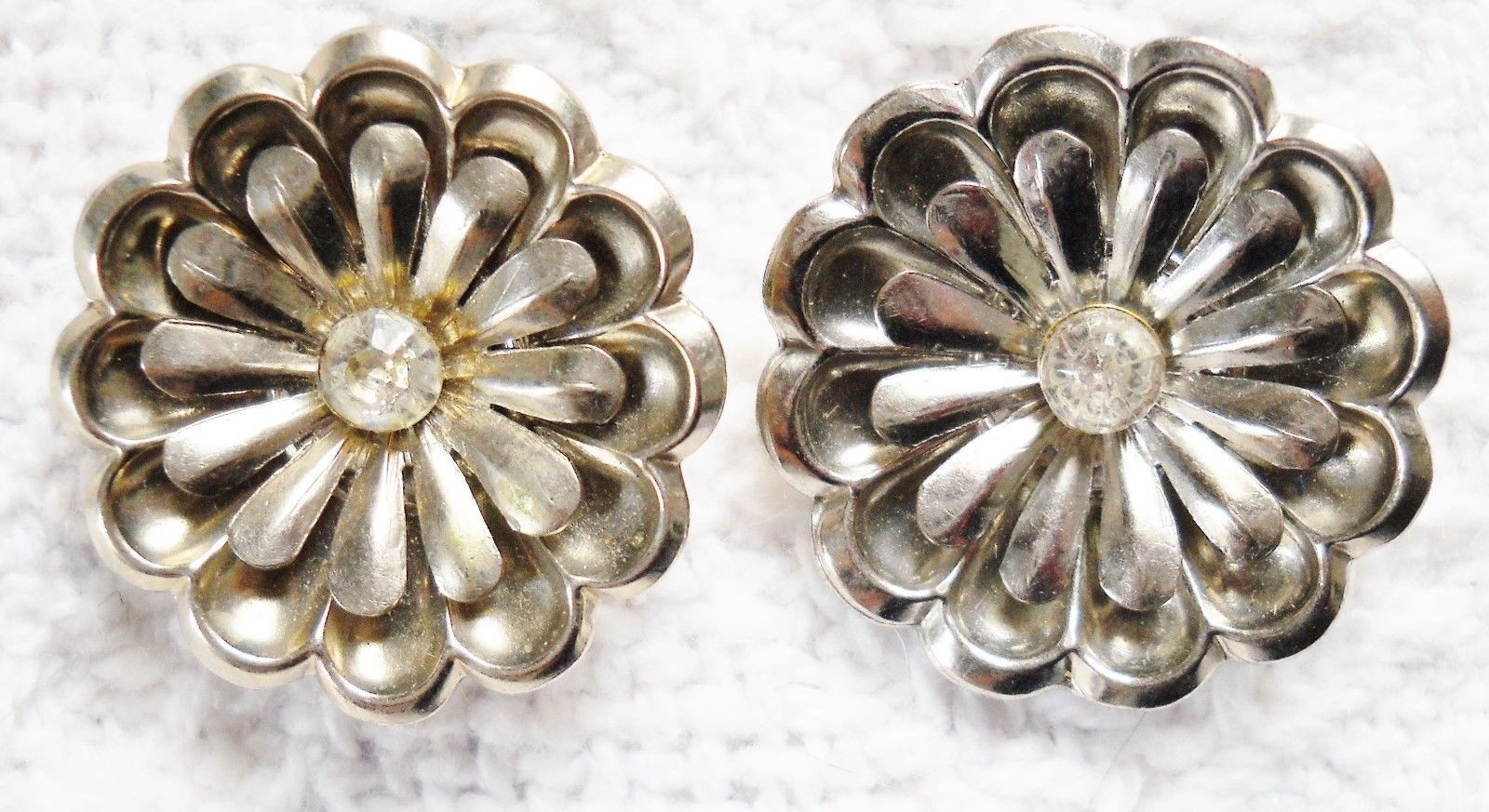 Primary image for SET OF 2 SM FLOWER SHAPE SILVER TONE METAL SCARF/SHOE CLIPS W/RHINESTONE CENTERS