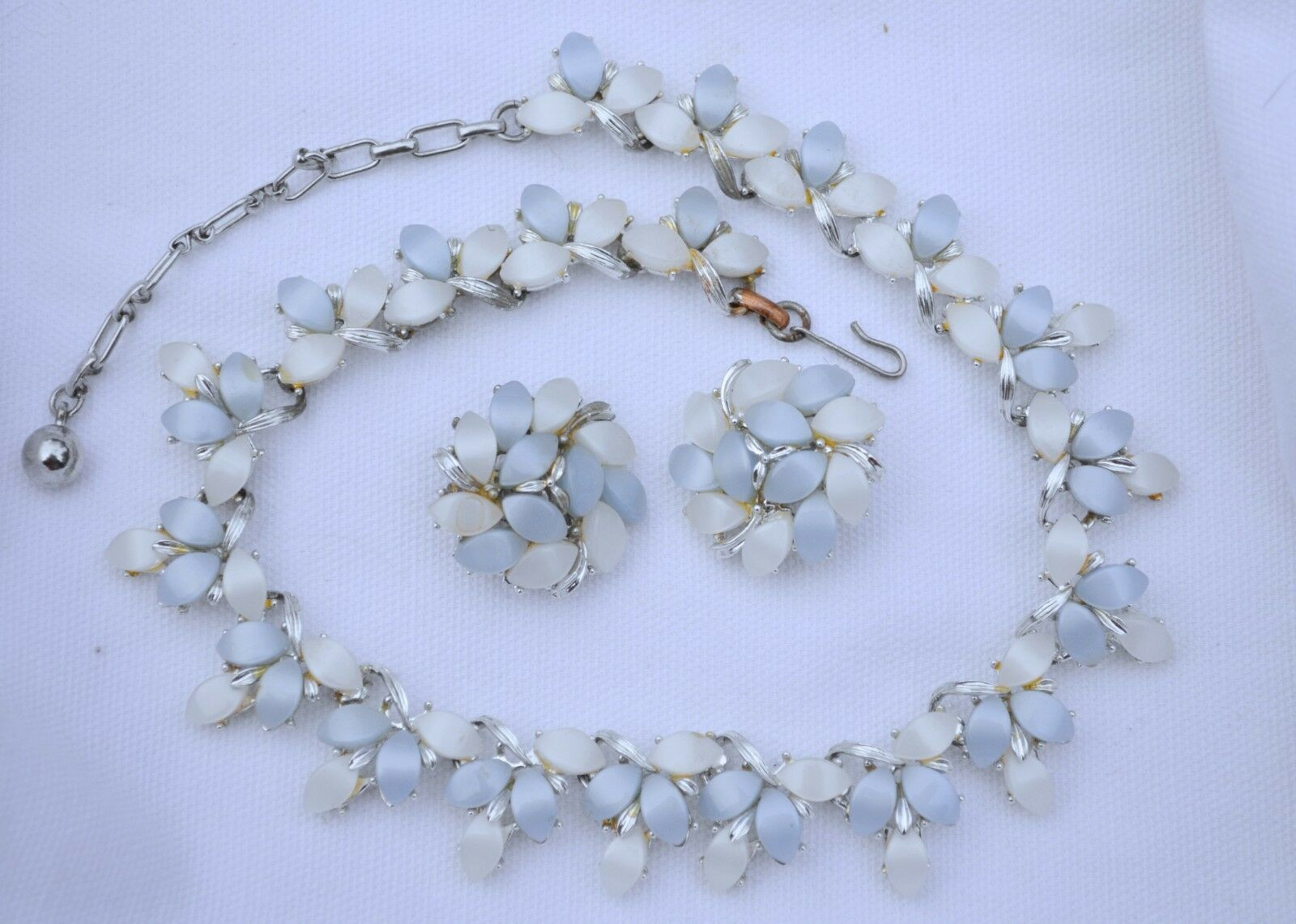 Vintage 50s thermoset Kramer necklace & earring set plastic cabochon blue/white