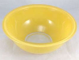 Pyrex 323 Yellow w/ Clear Bottom 1.5 Liter Vintage Mixing Bowl - $9.95