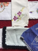 Set of 6 vintage embroidered handkerchiefs (mixed set) image 3