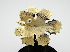 VTG GIOVANNI Signed Gold Tone Leaf Brooch Pin - $14.85
