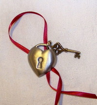 Longaberger Key to My Heart Charm Basket Tie-on - $9.74