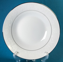 Noritake Ranier Soup Bowl 6909 White Flowers Platinum Trim Fine China - $12.00