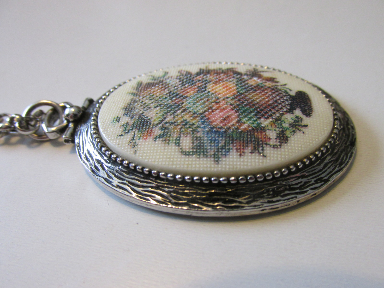 """Retro / Vintage Sarah Coventry """"Tapestry"""" Pendant Necklace -  1973"""