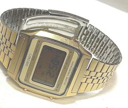 SEIKO VINTAGE DIGITAL A914-5A09 IN GOOD CONDITION FULL FUNCTIONAL GOLD TONE image 3
