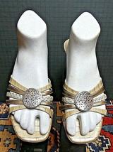 """Women's Brighton """"KYOTO"""" Silver/Gold Woven Kitten Heel Sz 8.5M MINTY! - $28.14"""