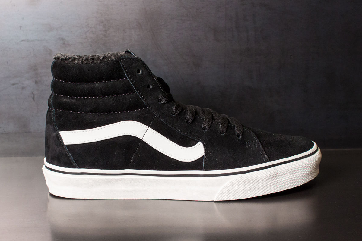 3df1fb3bee8580 NEW MENS SIZE 11 Van s Sk8 Hi Pig Suede Fleece BLACK Blanc WHITE SKATE SHOES