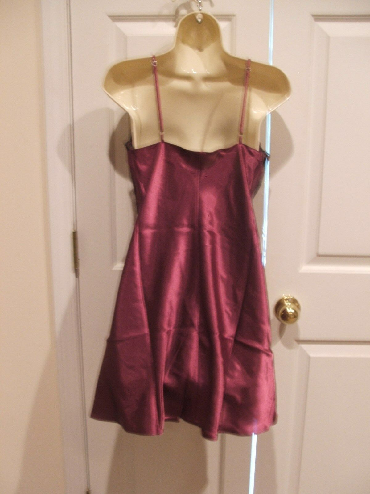 NEW IN PKG FREDERICK'S BURGUNDY/BLACK LACE SATIN GOWN SIZE MED