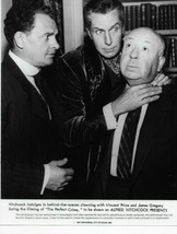 ALFRED HITCHCOCK PRESENTS  VINCENT PRICE  & ALFRED HITCHCOCK  8X10 PHOTO - $10.00