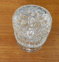 Avon Footed Glass Covered Jar Dish Embossed Flowers Daisies Trinkets Dis... - $18.69