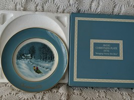 Avon Christmas Collector Plate 1976 Bringing Home The Tree - $9.69