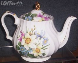 ENGLISH STAFFORDSHIRE-- SADLER TEAPOT - $29.95