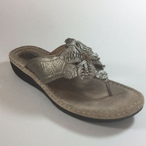 Clarks Artisan Sandals Sz 10M Bronze Gold Leather Flower Detail Thong Flip Flop - $20.10