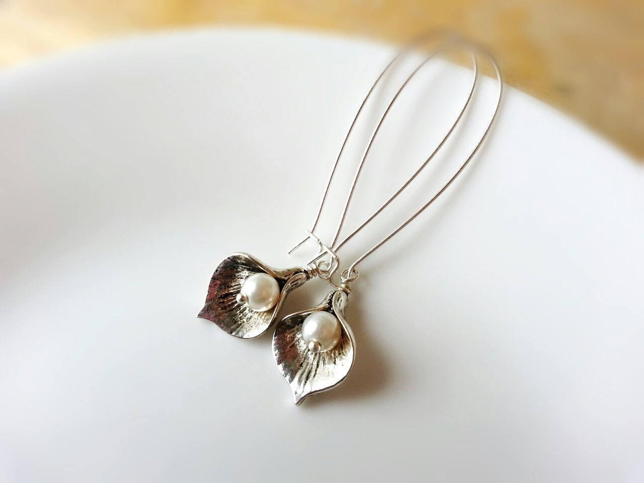 Small Silver Calla Lily Earrings Pearl Earrings Dangle Earrings Bridesmaid Earri