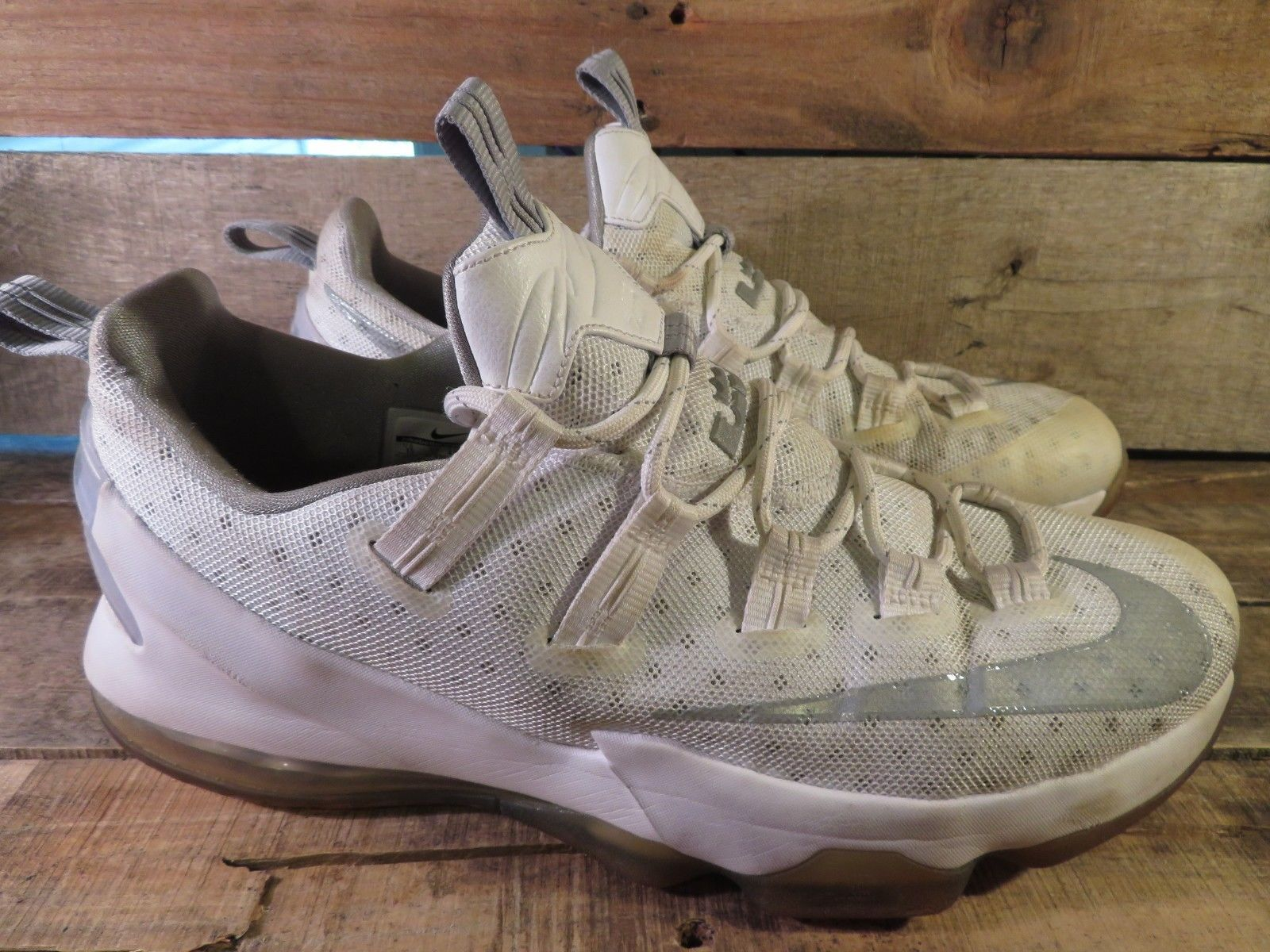 online retailer c6e48 3af74 Nike Lebron 13 XIII Bas pour Hommes Taille and 50 similar items. 57