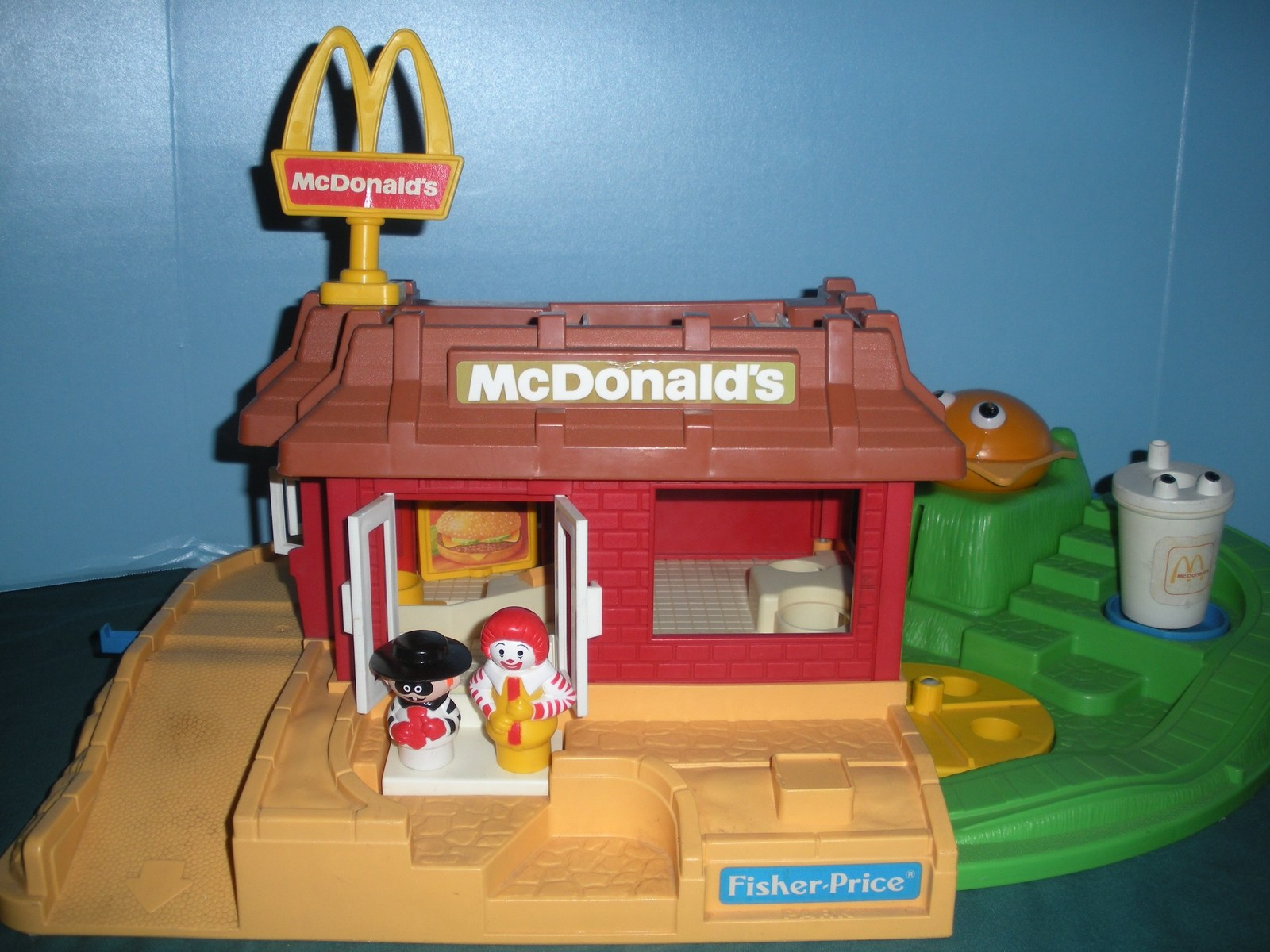 Vintage Fisher Price #2552 McDonald's Play Set Complete + BONUS!/VG++-EXC (N) image 2