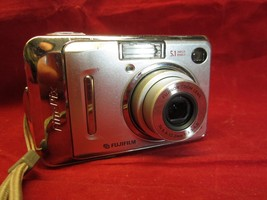 Fujifilm FinePix A Series A500 5.1MP Digital Camera - Silver  Works Well - $14.36