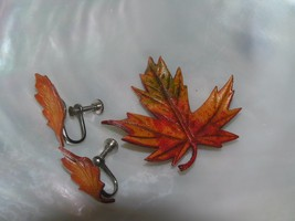 Vintage Brown Orange Green Leather Fall Maple Leaf Demi Pin Brooch & Scr... - $13.99