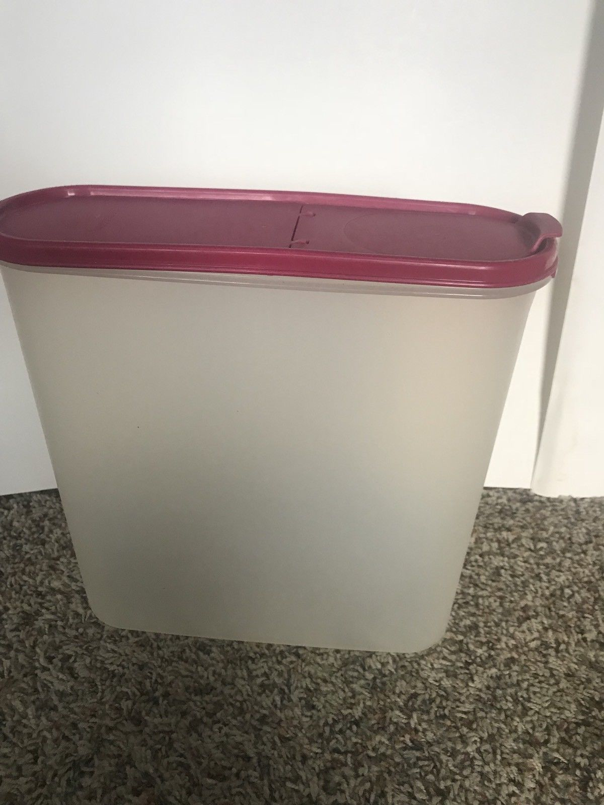 Tupperware Modular Mate  #2239-A Keeper Hot Pink Seal  Pour Lid 5 Liters 20 Cup